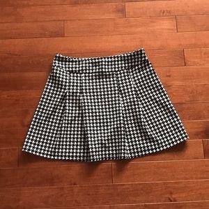Dresses & Skirts - Houndstooth mini skirt